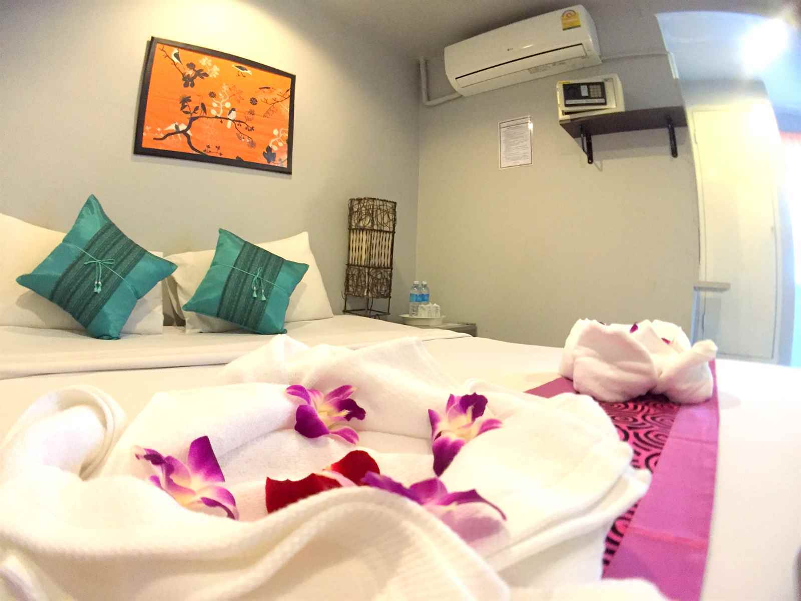 /the-room-patong-hotel-phuket/book